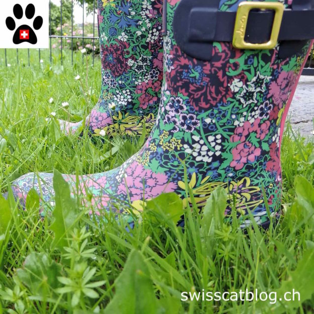 lovely flowery rubber boots